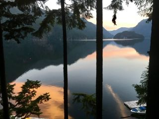 """Photo 2: 32 JOHNSON Bay in North Vancouver: Indian Arm House for sale in """"Johnson Bay"""" : MLS®# R2497994"""