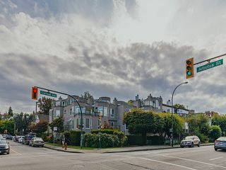 "Photo 17: 208 2110 CORNWALL Avenue in Vancouver: Kitsilano Condo for sale in ""Seagate Villa"" (Vancouver West)  : MLS®# R2515614"