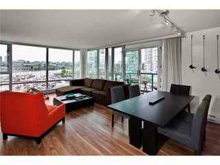Photo 2: 803 1067 MARINASIDE Crest in Vancouver: Yaletown Condo for sale (Vancouver West)  : MLS®# V948087