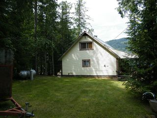 Photo 3: 5115 East Barriere FSR in East Barriere Lake: House for sale