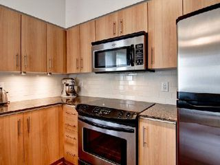 Photo 2: 12 15 W Windermere Avenue in Toronto: High Park-Swansea Condo for sale (Toronto W01)  : MLS®# W2916258