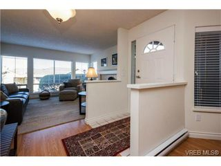 Photo 4: 503 6880 Wallace Dr in BRENTWOOD BAY: CS Brentwood Bay Row/Townhouse for sale (Central Saanich)  : MLS®# 686776