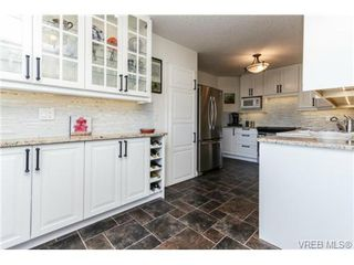 Photo 8: 503 6880 Wallace Dr in BRENTWOOD BAY: CS Brentwood Bay Row/Townhouse for sale (Central Saanich)  : MLS®# 686776