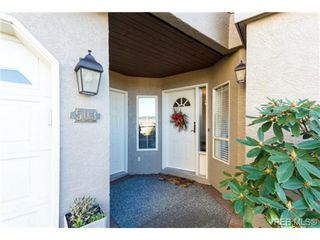 Photo 2: 503 6880 Wallace Dr in BRENTWOOD BAY: CS Brentwood Bay Row/Townhouse for sale (Central Saanich)  : MLS®# 686776