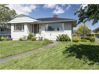 Photo 15: 2090 Allenby St in VICTORIA: OB Henderson Single Family Detached for sale (Oak Bay)  : MLS®# 700199