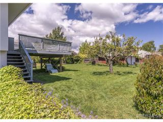 Photo 9: 2090 Allenby St in VICTORIA: OB Henderson Single Family Detached for sale (Oak Bay)  : MLS®# 700199