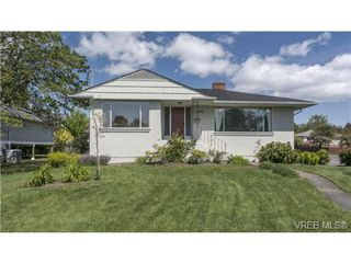 Photo 1: 2090 Allenby St in VICTORIA: OB Henderson Single Family Detached for sale (Oak Bay)  : MLS®# 700199
