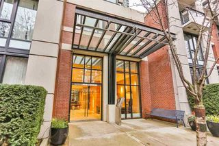"""Photo 2: 703 977 MAINLAND Street in Vancouver: Yaletown Condo for sale in """"YALETOWN PARK 3"""" (Vancouver West)  : MLS®# R2048985"""