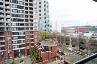 """Photo 7: 703 977 MAINLAND Street in Vancouver: Yaletown Condo for sale in """"YALETOWN PARK 3"""" (Vancouver West)  : MLS®# R2048985"""