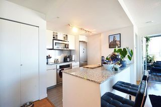Photo 3: 2802 233 ROBSON Street in Vancouver: Downtown VW Condo for sale (Vancouver West)  : MLS®# R2068442