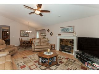 """Photo 5: 16 21746 52 Avenue in Langley: Murrayville Townhouse for sale in """"Glenwood Village Estates"""" : MLS®# R2087086"""