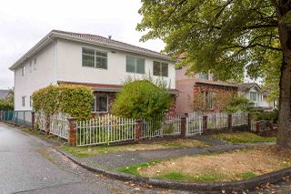 Photo 2: 5389 TAUNTON Street in Vancouver: Collingwood VE House for sale (Vancouver East)  : MLS®# R2210784