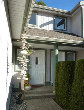 "Photo 2: 45 735 PARK Road in Gibsons: Gibsons & Area Townhouse for sale in ""Sherwood Grove"" (Sunshine Coast)  : MLS®# R2211947"