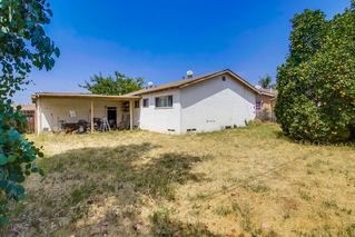 Photo 9: EL CAJON House for sale : 3 bedrooms : 521 Wayne Ave.