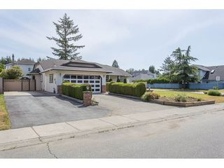 Photo 2: 19814 34A Avenue in Langley: Brookswood Langley House for sale : MLS®# R2273165