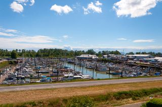 "Photo 11: 413 12639 NO 2 Road in Richmond: Steveston South Condo for sale in ""NAUTICA SOUTH"" : MLS®# R2293328"