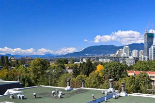 "Photo 2: 4 1063 W 7TH Avenue in Vancouver: Fairview VW Townhouse for sale in ""MARINA TERRACE"" (Vancouver West)  : MLS®# R2302343"