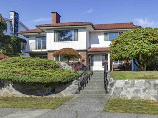Photo 1: 87 MOTT Crescent in New Westminster: The Heights NW House for sale : MLS®# R2315094