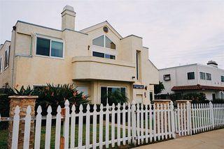 Photo 2: CROWN POINT Condo for sale : 2 bedrooms : 4039 Haines Street in San Diego