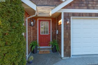 Photo 2: 1 96 Talcott Rd in VICTORIA: VR Hospital House for sale (View Royal)  : MLS®# 806873