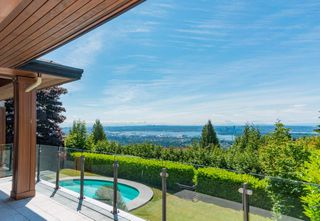 "Photo 2: 1448 CHARTWELL Drive in West Vancouver: Chartwell House for sale in ""CHARTWELL"" : MLS®# R2380659"