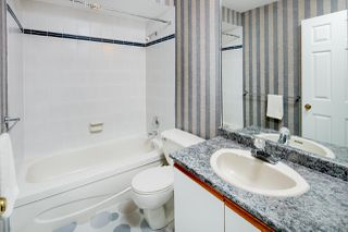 """Photo 12: 6071 W BOUNDARY Drive in Surrey: Panorama Ridge Townhouse for sale in """"BOUNDARY PARK"""" : MLS®# R2445445"""