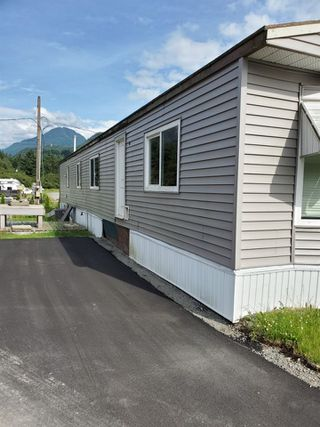 "Photo 1: 46 65367 KAWKAWA LAKE Road in Hope: Hope Kawkawa Lake Manufactured Home for sale in ""Crystal River"" : MLS®# R2473901"