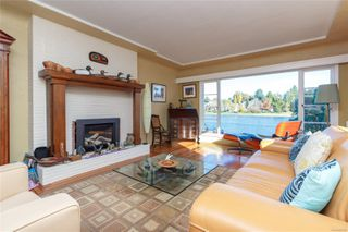 Photo 3: 946 Forshaw Rd in : Es Kinsmen Park House for sale (Esquimalt)  : MLS®# 860028