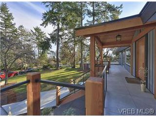 Photo 3: 2881 Phyllis Street in VICTORIA: SE Ten Mile Point Residential for sale (Saanich East)  : MLS®# 303291