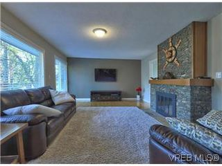 Photo 6: 2881 Phyllis Street in VICTORIA: SE Ten Mile Point Residential for sale (Saanich East)  : MLS®# 303291