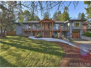 Photo 2: 2881 Phyllis Street in VICTORIA: SE Ten Mile Point Residential for sale (Saanich East)  : MLS®# 303291