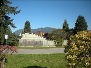 Photo 3: 1427 MCBRIDE ST in North Vancouver: Norgate House for sale : MLS®# V1034024