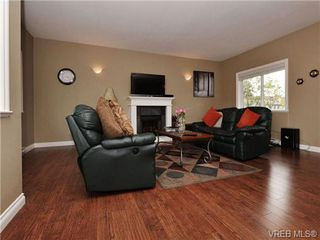 Photo 2: 113 643 Granderson Rd in VICTORIA: La Fairway Row/Townhouse for sale (Langford)  : MLS®# 698748
