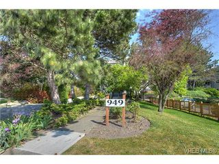 Photo 19: 8 949 Cloverdale Avenue in VICTORIA: SE Quadra Condo Apartment for sale (Saanich East)  : MLS®# 353688