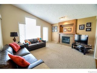Photo 6: 53 Michaud Crescent in WINNIPEG: St Vital Residential for sale (South East Winnipeg)  : MLS®# 1519073
