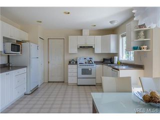 Photo 9: 6775 Danica Place in VICTORIA: CS Martindale Single Family Detached for sale (Central Saanich)  : MLS®# 369070