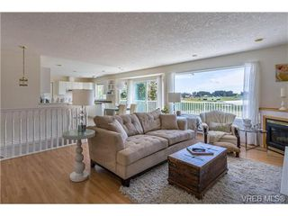 Photo 7: 6775 Danica Pl in VICTORIA: CS Martindale House for sale (Central Saanich)  : MLS®# 740131