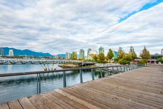 "Photo 17: 502 118 ATHLETES Way in Vancouver: False Creek Condo for sale in ""Shoreline at the Village on False Creek"" (Vancouver West)  : MLS®# R2208955"