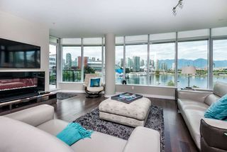 "Photo 5: 502 118 ATHLETES Way in Vancouver: False Creek Condo for sale in ""Shoreline at the Village on False Creek"" (Vancouver West)  : MLS®# R2208955"