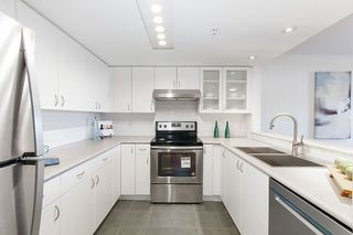 """Photo 10: 212 2665 W BROADWAY in Vancouver: Kitsilano Condo for sale in """"THE MAGUIRE BUILDING"""" (Vancouver West)  : MLS®# R2209718"""