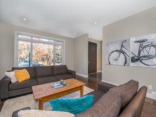 Photo 2: 2327 4 Avenue NW in Calgary: West Hillhurst House for sale : MLS®# C4143622