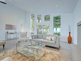 Photo 4: 5026 Sunrise Terrace in VICTORIA: SE Cordova Bay Single Family Detached for sale (Saanich East)  : MLS®# 385013