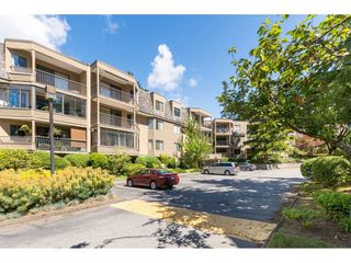 Photo 2: 216 1760 SOUTHMERE Crescent in Surrey: Sunnyside Park Surrey Condo for sale (South Surrey White Rock)  : MLS®# R2278160