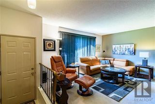Photo 2: 3 McMurray Bay in Winnipeg: Bright Oaks Residential for sale (2C)  : MLS®# 1822888