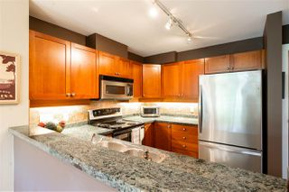 "Photo 5: 401 675 PARK Crescent in New Westminster: GlenBrooke North Condo for sale in ""WINCHESTER"" : MLS®# R2304752"