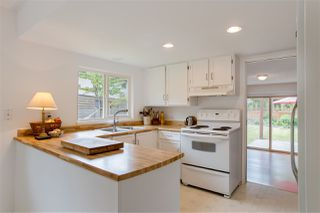"""Photo 3: 738 MAPLEWOOD Lane in Gibsons: Gibsons & Area House for sale in """"Maplewood"""" (Sunshine Coast)  : MLS®# R2369805"""