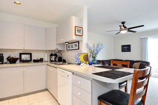 "Photo 4: 206 14881 MARINE Drive: White Rock Condo for sale in ""Driftwood Arms"" (South Surrey White Rock)  : MLS®# R2381349"