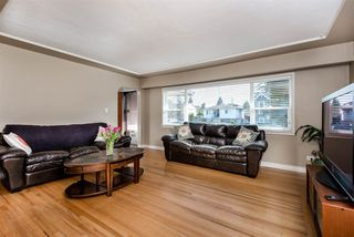 Photo 2: 6767 BURNS Street in Burnaby: Upper Deer Lake House for sale (Burnaby South)  : MLS®# R2428279