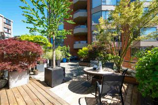 "Photo 2: 303 1860 ROBSON Street in Vancouver: West End VW Condo for sale in ""Stanley Park Place"" (Vancouver West)  : MLS®# R2477423"