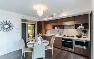 """Photo 4: 622 68 SMITHE Street in Vancouver: Downtown VW Condo for sale in """"ONE PACIFIC"""" (Vancouver West)  : MLS®# R2506196"""